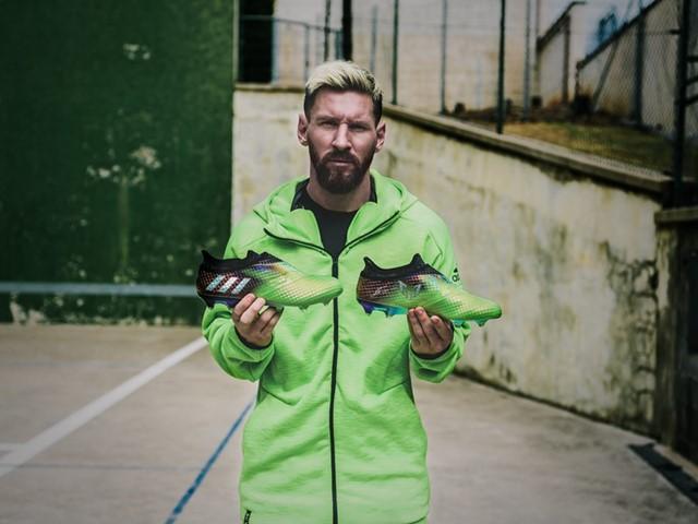 Lionel Messi présente l'édition limitée adidas Messi 10/10