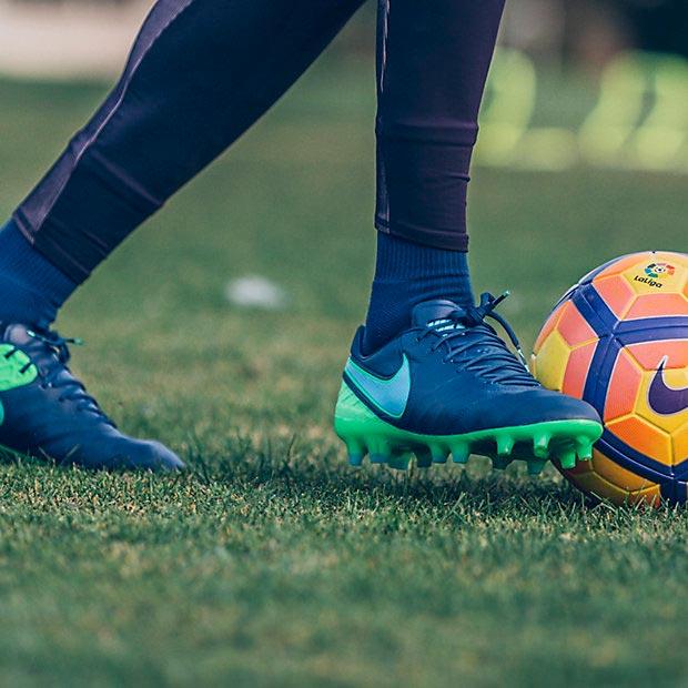 CHAUSSURE DE FOOTBALL À CRAMPONS POUR TERRAIN SEC POUR HOMME NIKE TIEMPO LEGEND VI FG