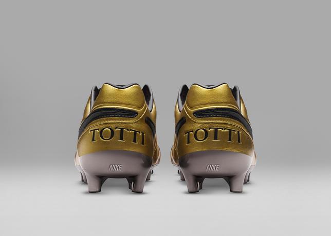 NIKE_TIEMPO_LEGEND_VI_Totti-AS-Roma_3_12_68971