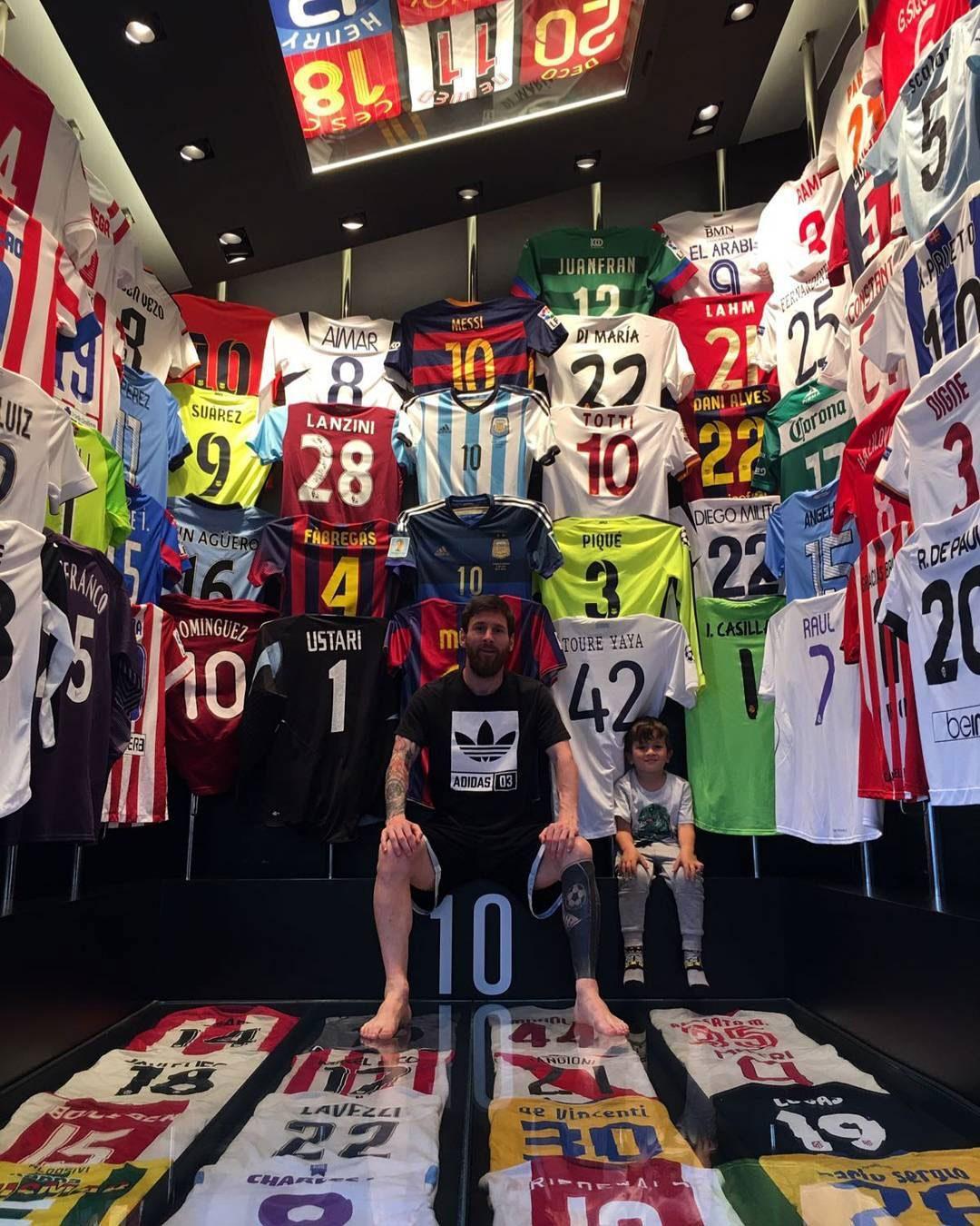 L'impressionnante collection de maillots de Lionel Messi