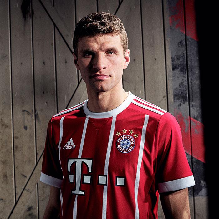Maillot Bayern Munich 2018 porté par le joueur Bavarois Thomas Muller