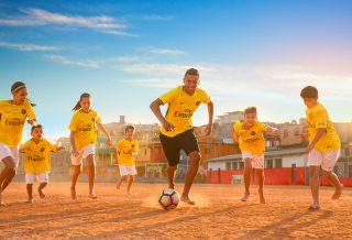 Le nouveau maillot jaune du PSG en mode Joga Bonito