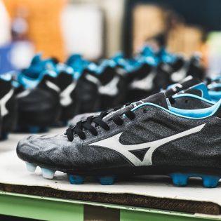 """Mizuno lance la """"Rebula"""" une nouvelle chaussure de foot"""