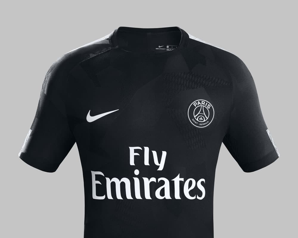 le 3 me maillot noir du psg saison 2017 2018 foot inside. Black Bedroom Furniture Sets. Home Design Ideas