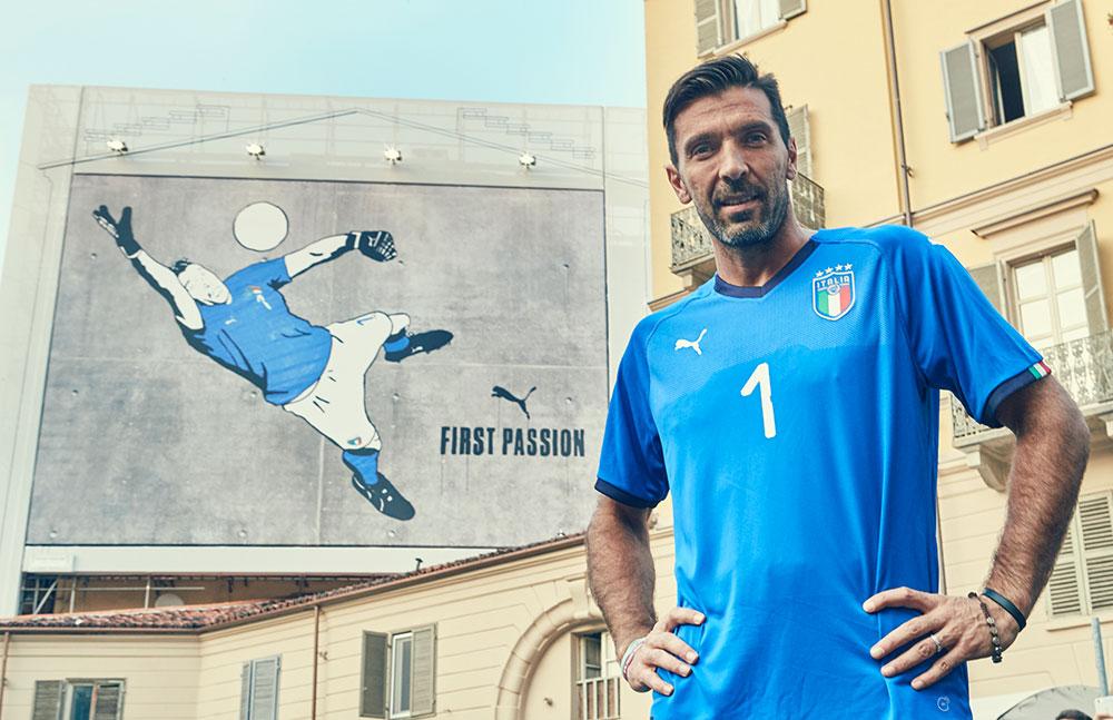 gigantesques fresques murales à l'effigie de Buffon portant le nouveau maillot de l'Italie pour 2018