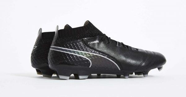 chaussure football puma one black iridescent