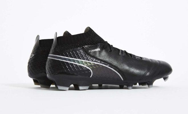 chaussure football puma one black iridescent