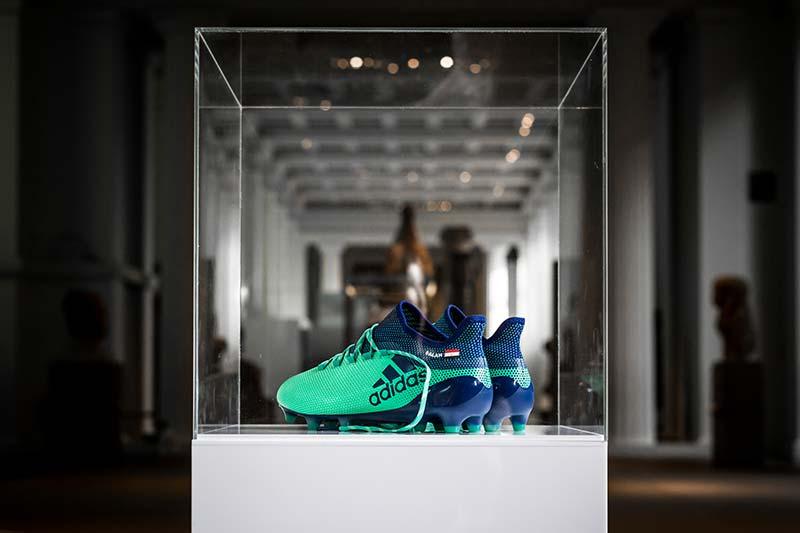 Les chaussures de foot de Mohamed Salah au British Museum