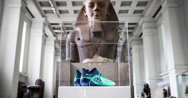 Les crampons de Mohamed Salah au British Museum