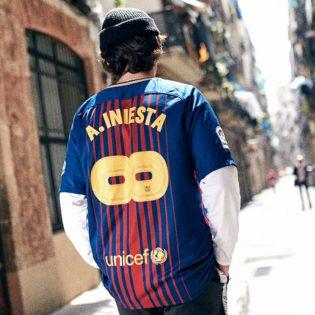 Le Barça et Nike dévoilent un maillot en hommage à Andrés Iniesta