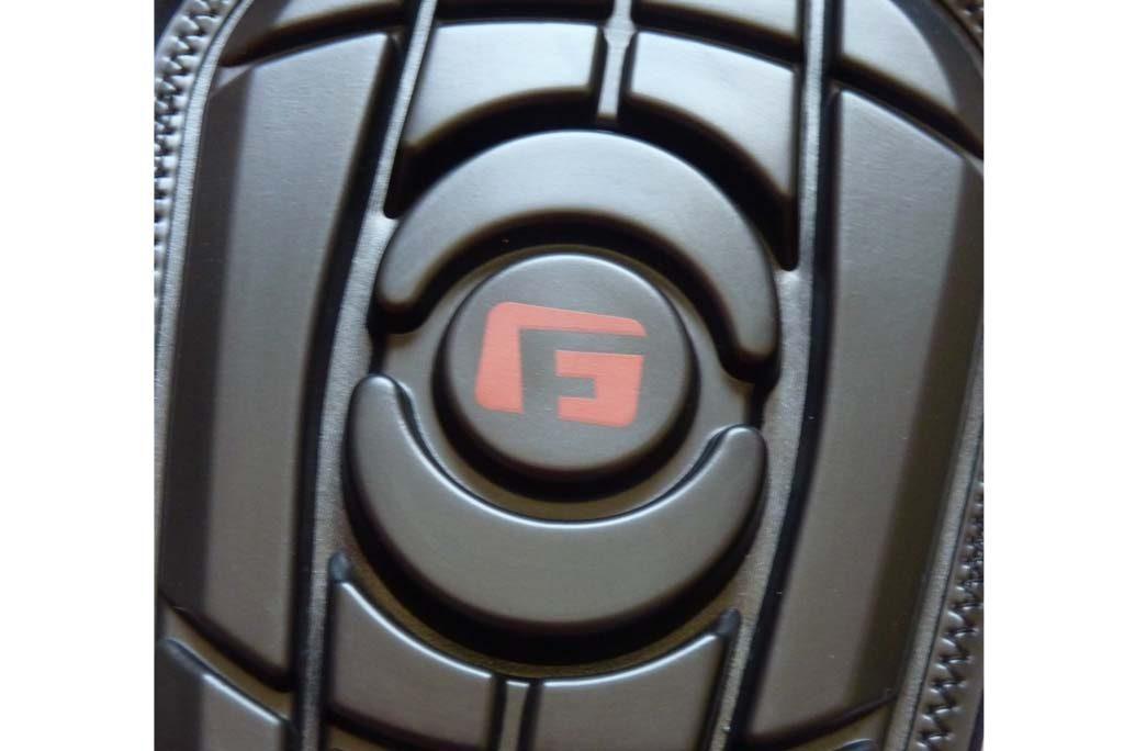 Zoom sur la partie avant de la protection des Proteges-Tibias G-Form-PRO-S