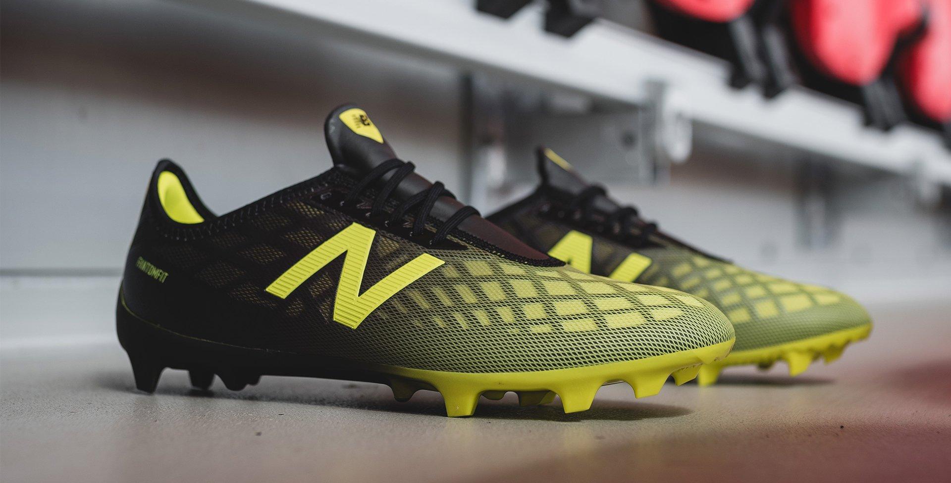 crampons foot new balance noir et jaune