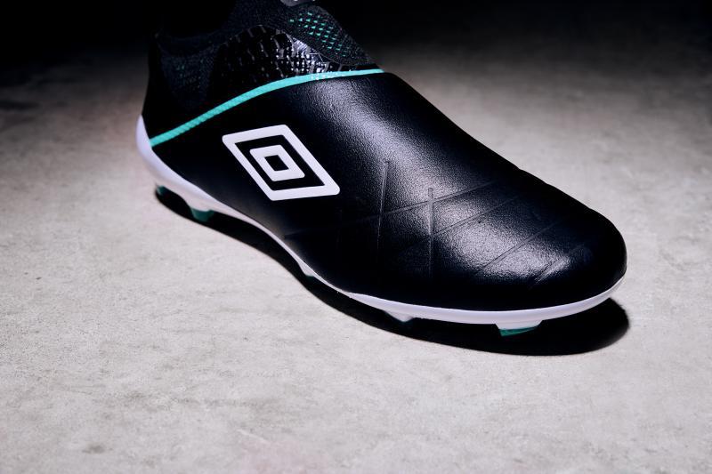 Chaussure de foot umbro medusae 3 elite sans lacet