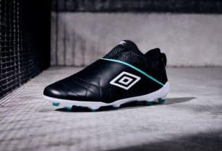 Umbro dévoile sa première chaussure de football sans lacets