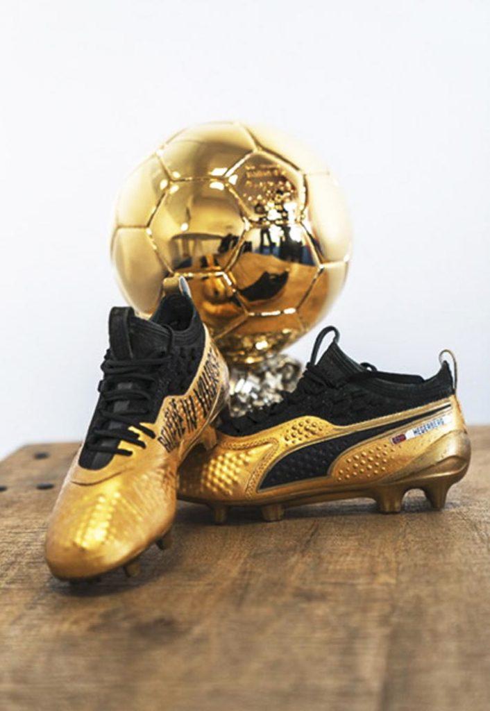 Chaussure de football Puma One personnalisée pour la joueuse Ada Hegerberg