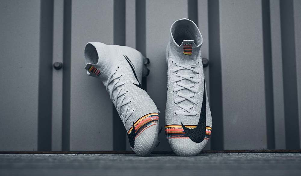 chaussure de foot nike superfly blanc