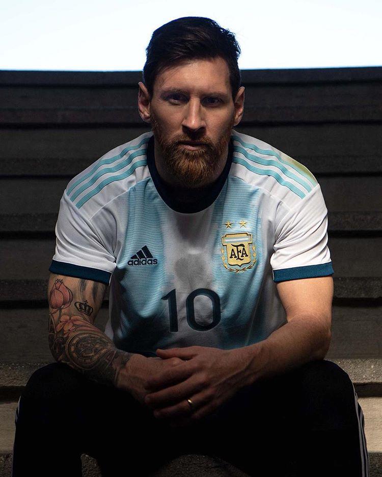 maillot argentine domicile porté par Lionel Messi