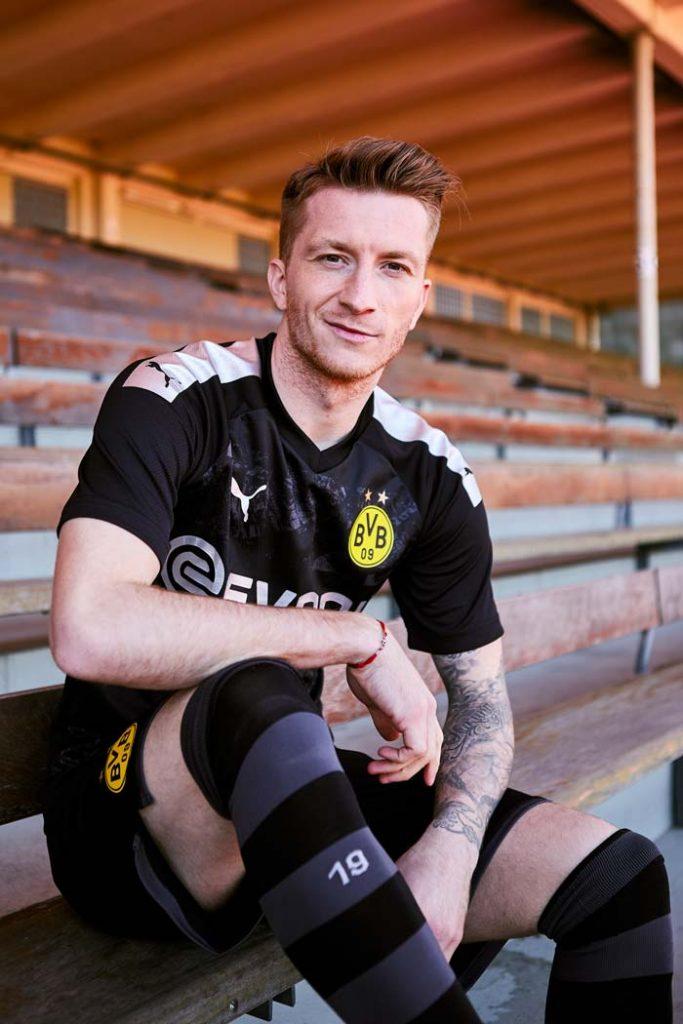 Marco Reus porte le nouveau maillot extérieur de Dortmund - 2019-2020