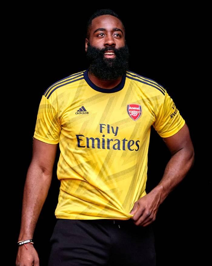 James Harden porte le nouveau maillot extérieur d'Arsenal 2019-2020