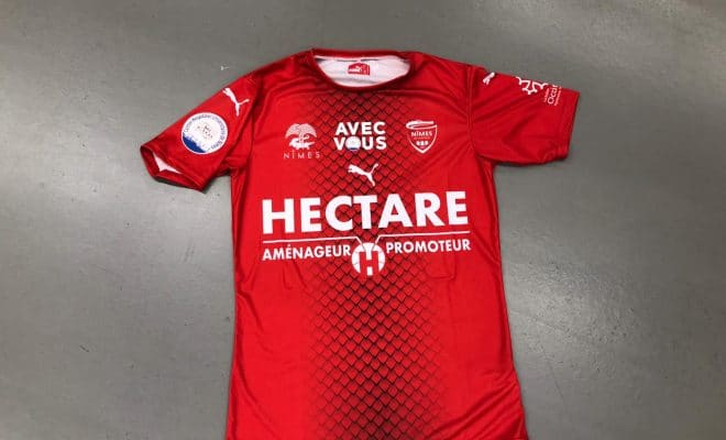 Maillot de Foot Nimes Olympique Solidaire et collector