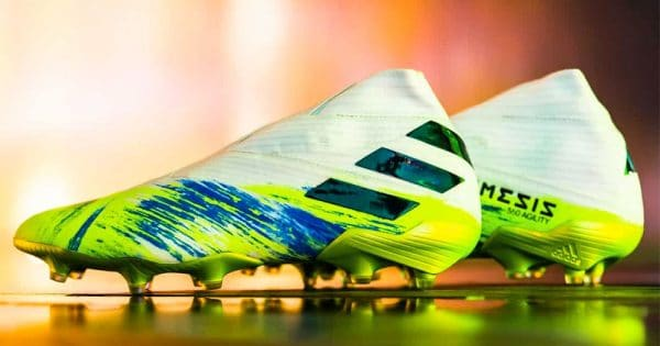 chaussures-foot-adidas-Uniforia-pack