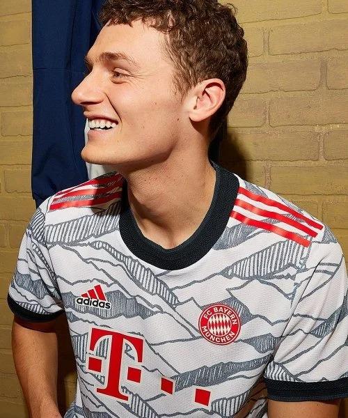 3ème maillot du Bayern Munich 2021-2022 - un maillot de foot clin d'oeil aux Alpes bavaroises