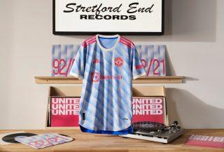 Manchester United dévoile son nouveau maillot extérieur pour la saison 2021/22